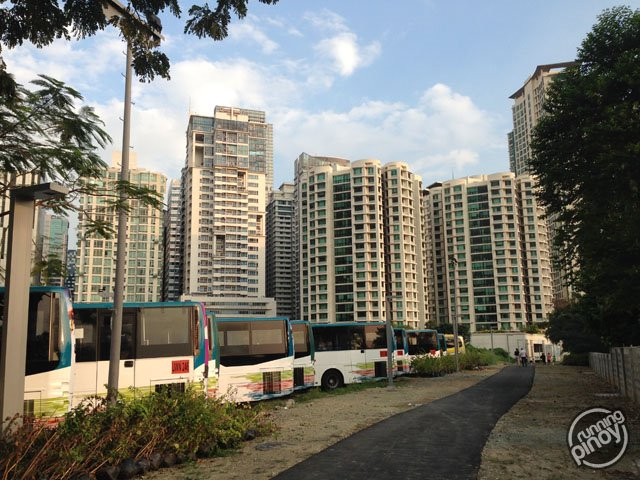 Running on the Longest Linear Park in Metro Manila: BGC Greenway Park